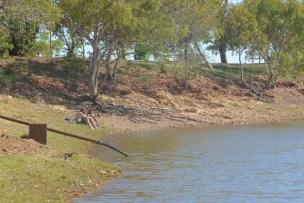La gent va al Mary Ann Lake a banyar-se i passar el dia